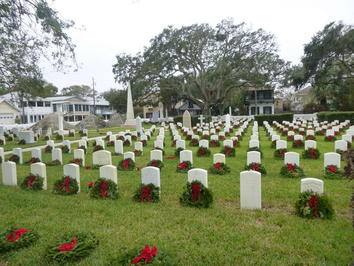 3 respectvol eerbetoon met Kerst op de US National Cemetary. Wat opvalt is het eerbetoon op de Joodse grafstenen met steentjes in plaats van een krans