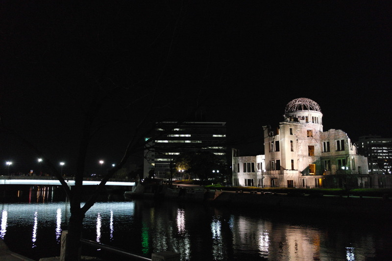 20-atomic-bomb-dome-in-de-avond