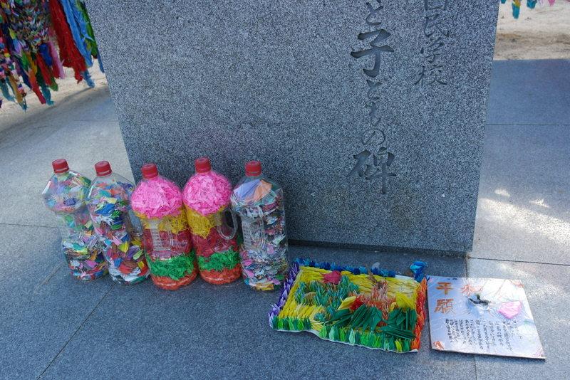 42-kraanvogels-als-eerbetuiging-en-herdenking-van-alle-slachtoffers