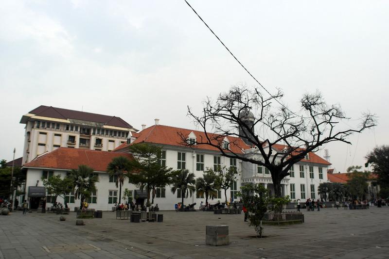 206-plein-met-oude-koloniale-gebouwen-uit-de-tijd-dat-jakarta-nog-batavia-heette