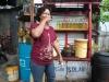 203-tanken-bij-de-bensin-verkoopster