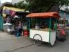 205-en-langs-de-vele-voedsel-stalletjes