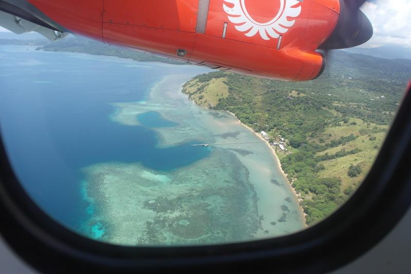 15-vanuit-surabaya-per-vliegtuig-zicht-op-de-kust-naar-frores