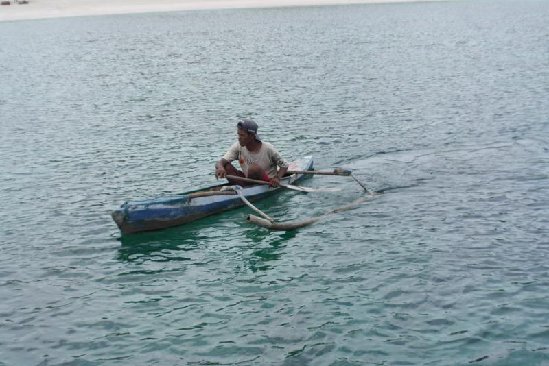 27-een-visser-en-verkoper-van-souveniers