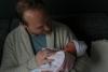 05 Michael samen met Catalina vol tederheid, blij en gelukkige vader