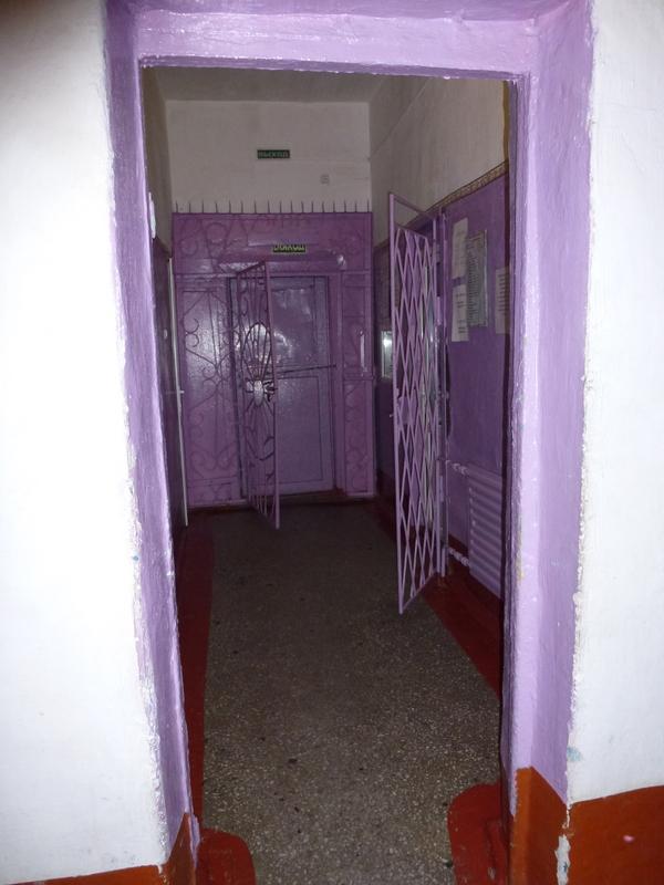 48-kleurige-hal-bij-binnenkomst