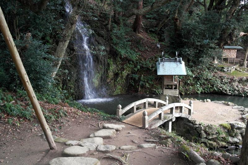 09-wandelpad-watervalletje-met-offer-en-gedenk-plaats