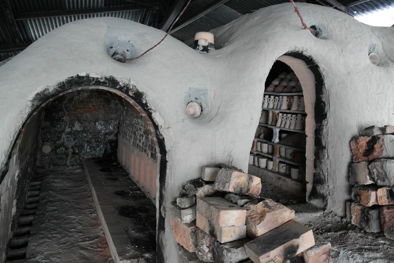 13-kiln-nog-gedeeltelijk-gevuld-met-pottery