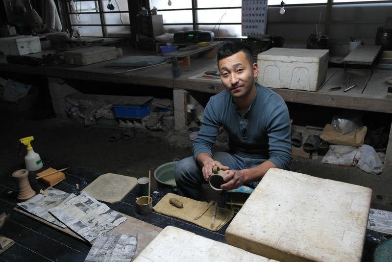 18-zoon-de-nieuwe-eigenaar-van-deze-pottery-heeft-na-de-laatste-aardbeving-de-kilns-opnieuw-opgebouwd
