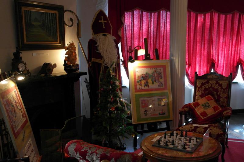 13-woonkamer-waar-sinterklaas-en-de-kerstboom-niet-ontbreken