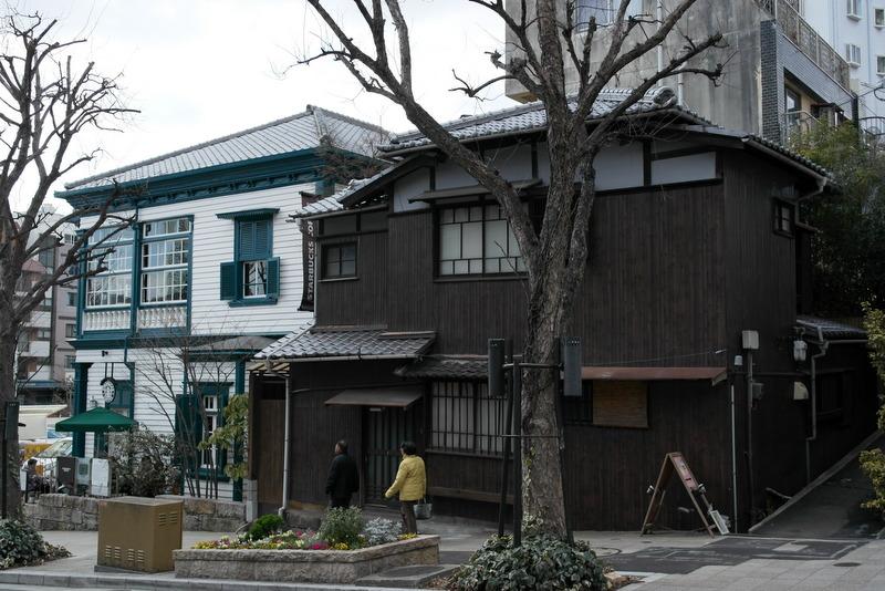 30-straatbeeld-met-enkele-oudere-huizen