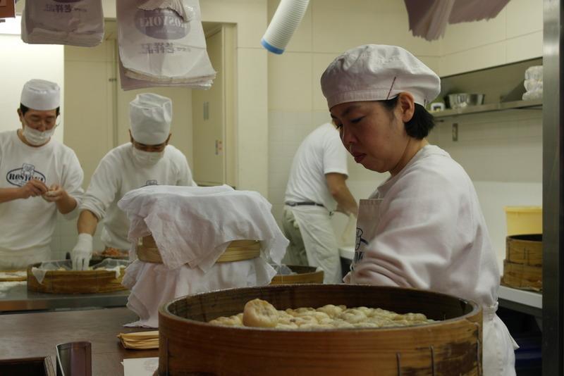 36-dumplings-gestoomd-deegpakketje-waarin-gehakt-groente-en-kruiden