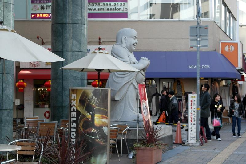 40-en-deze-buddha-geniet-mee