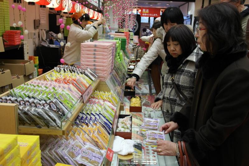 014-en-op-weg-naar-de-tempel-snoepwinkeltjes