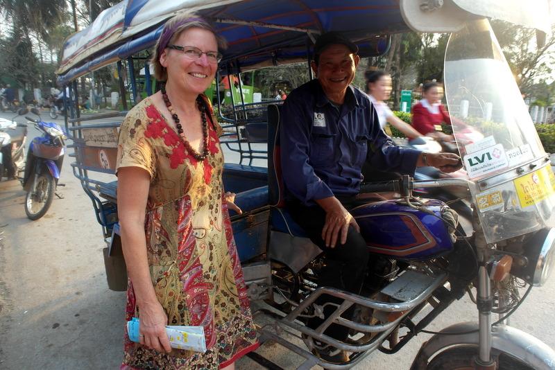 201-op-de-handicraft-night-market-gearriveerd-met-de-tuktuk