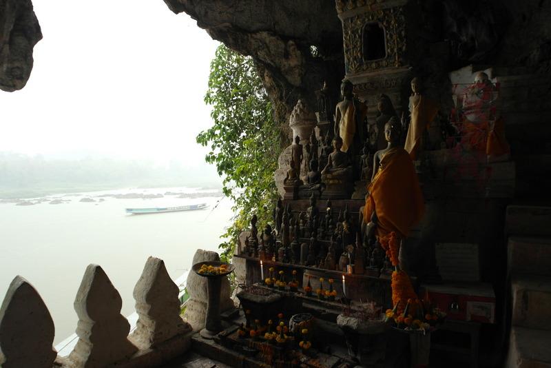 21-er-zijn-meer-dan-4000-beelden-van-boeddha-te-vinden-in-de-tam-ting-grotten