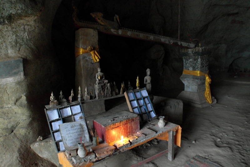 34-de-gemeenschappelijke-poses-van-de-afbeeldingen-zijn-drie-posities-en-geven-belangrijke-stadia-weer-in-het-leven-van-boeddha