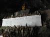 25-voor-het-grootste-deel-zijn-boeddhas-gesneden-uit-hout-of-gegoten-van-boom-hars-bekleed-met-rode-of-zwarte-lak-en-bladgoud