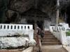 32-op-een-hoger-gedeelte-een-tweede-grot-meditatie-en-gedenkplaats