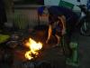 04-de-barbeque-wordt-flink-opgestookt