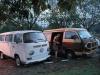 a10-ons-busje-op-de-luchthaven-hat-yai-geparkeerd-naast-haar-maatje