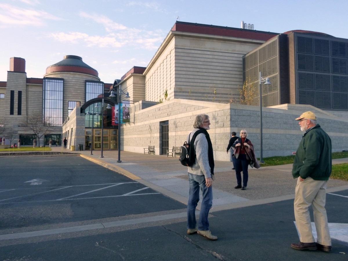 Saint Paul bekend om haar Snoopie figuren, en op de achtergrond het Landmark Centre