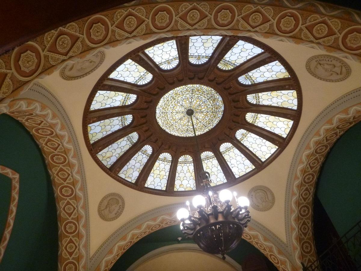 prachtig glas in lood - plafond van het Landmark Center