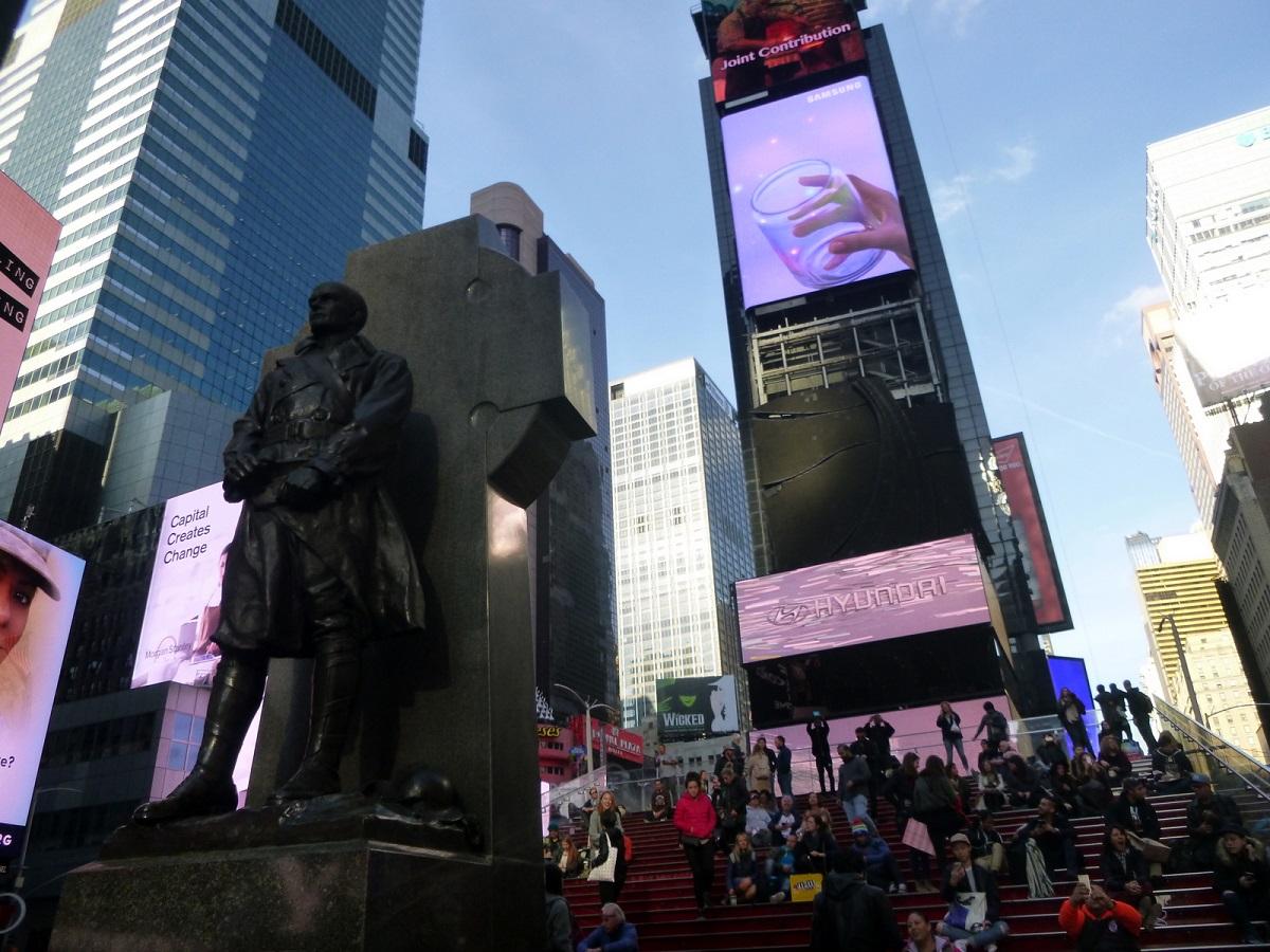 12 op Times Square, waar vele toeristen en New Yorkers elkaar ontmoeten
