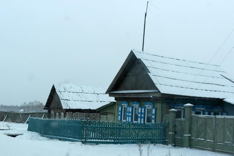 01-onderweg-prachtige-karakteristieke-houtenhuizen-in-de-sneeuw