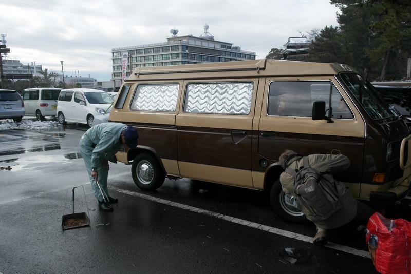 05-alles-schoon-ook-rondom-ons-busje