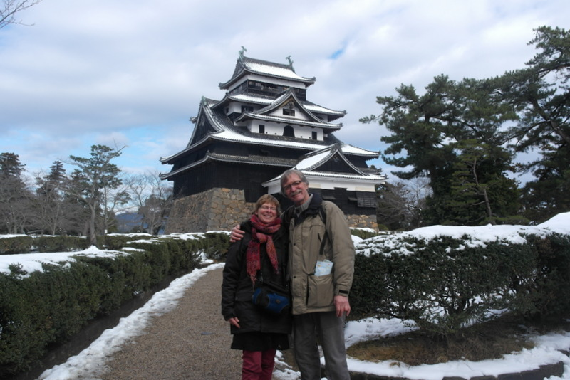 08-daar-staan-we-dan-in-japan-voor-matsue-castle