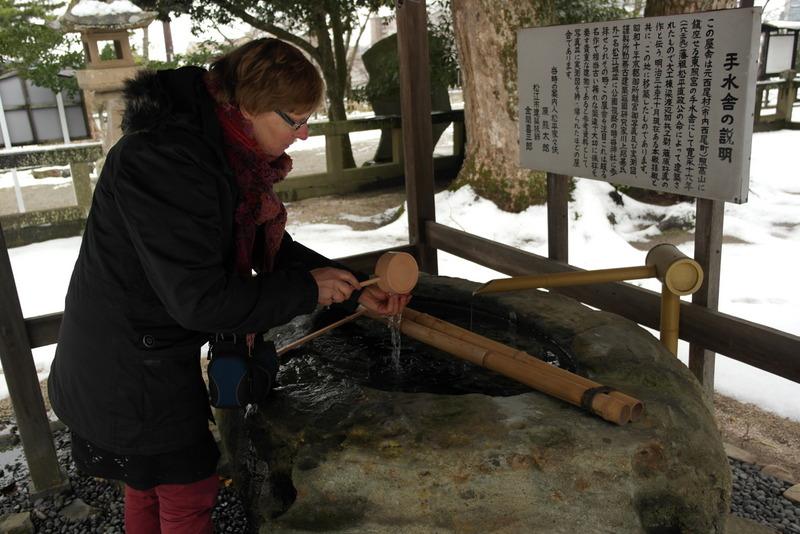 18-wassen-van-handen-voor-betreden-van-matsue-schrine