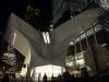 13 ingang van de hal van het Metro en Trein station bij avond - Calatrava project takes Wings from Ground Zero - geïnspireerd door De Opvliegende Duif