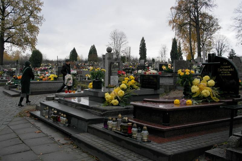 13-speciale-herdenkingsdag-bloemen-op-alle-graven-6-nov