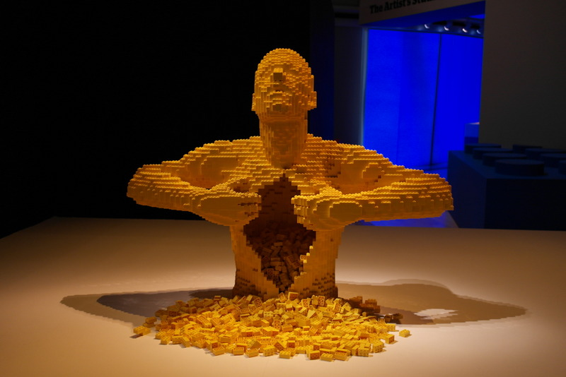 003-nathan-sawaya-creates-masterpieces-that-transform-the-beloved-lego-brick-into-art