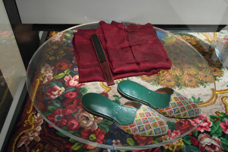 126-om-als-jonge-bruid-je-vaardigheid-te-tonen-aan-je-nieuwe-familie-pyama-en-handgeborduurde-pantoffels-voor-haar-toekomstige-echtgenoot