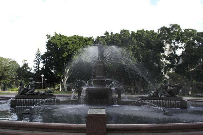 206-deze-fontein-is-een-gift-van-frankrijk-om-de-samenwerking-met-australie-tijdens-de-1e-wereldoorlog-te-gedenken-1932