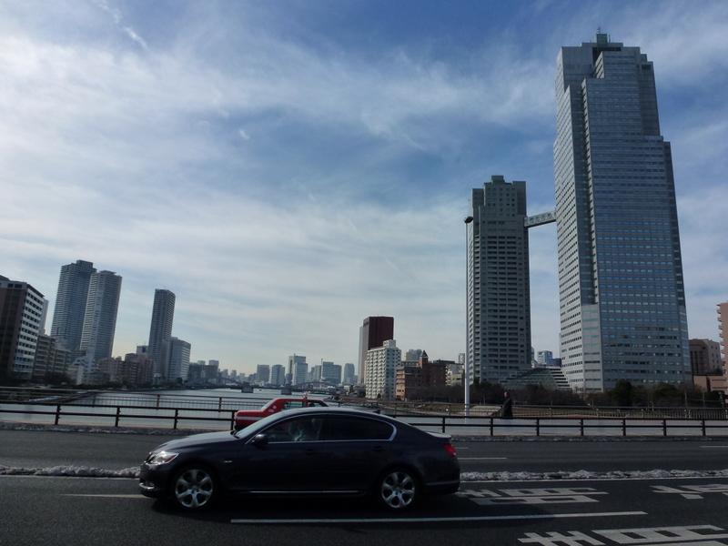 009-over-een-van-de-vele-bruggen-van-sumidagawa-river