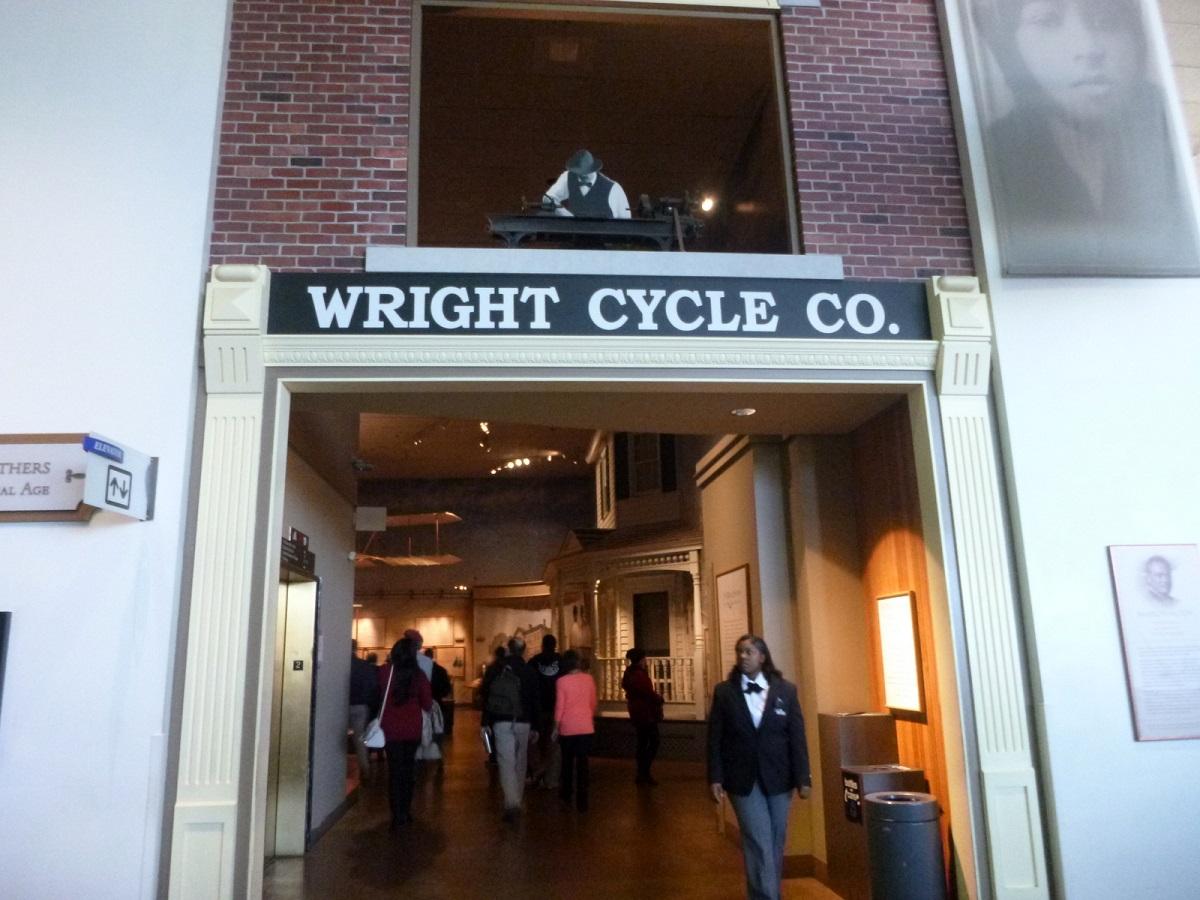 16 de gebroeders Wright, niet alleen fietsenmakers maar ook het éérste vliegende vliegtuig