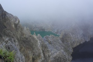 14 Three deep Vulkanic Lakes (derde Lake in de mist)