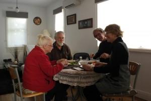 30 In Hobart, weerzien na 25 jaar!  Pauline en Alistair Mundy Castle vrienden uit de Zimbabwe periode.