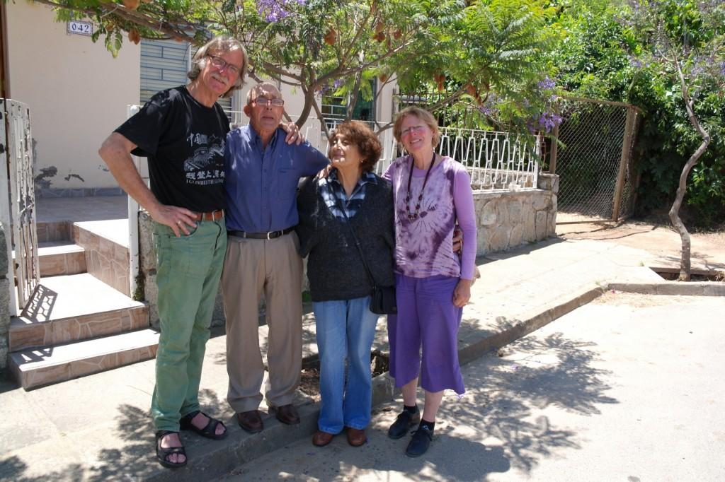 32 samen met Luis en Nellie voor hun huis, veel gedeeld en fijne tijd met elkaar.