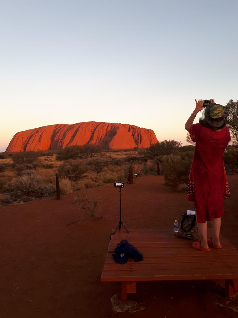 20200228_191402-Uluru-zons-ondergang-willie-op-tafel