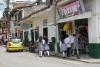 04 schooljeugd op weg naar het plein in centrum van San Agustin
