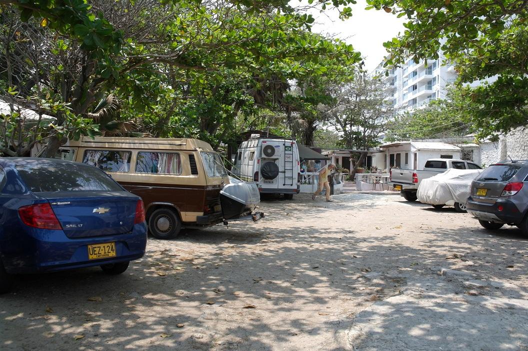 09 de binnenplaats - parkeerplaats - waar we kamperen