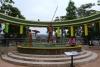 20 Local Shuar family kleurrijk uitgebeeld. De Shuar wonen diep in het regenwoud van de Amazone