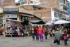 04 winkelstraat met markt, Ipiales