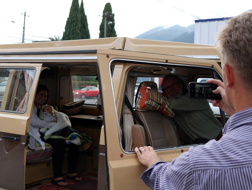 01 Samen met Jimena, Dante en Leen in ons busje, afscheid van Quito, Equador