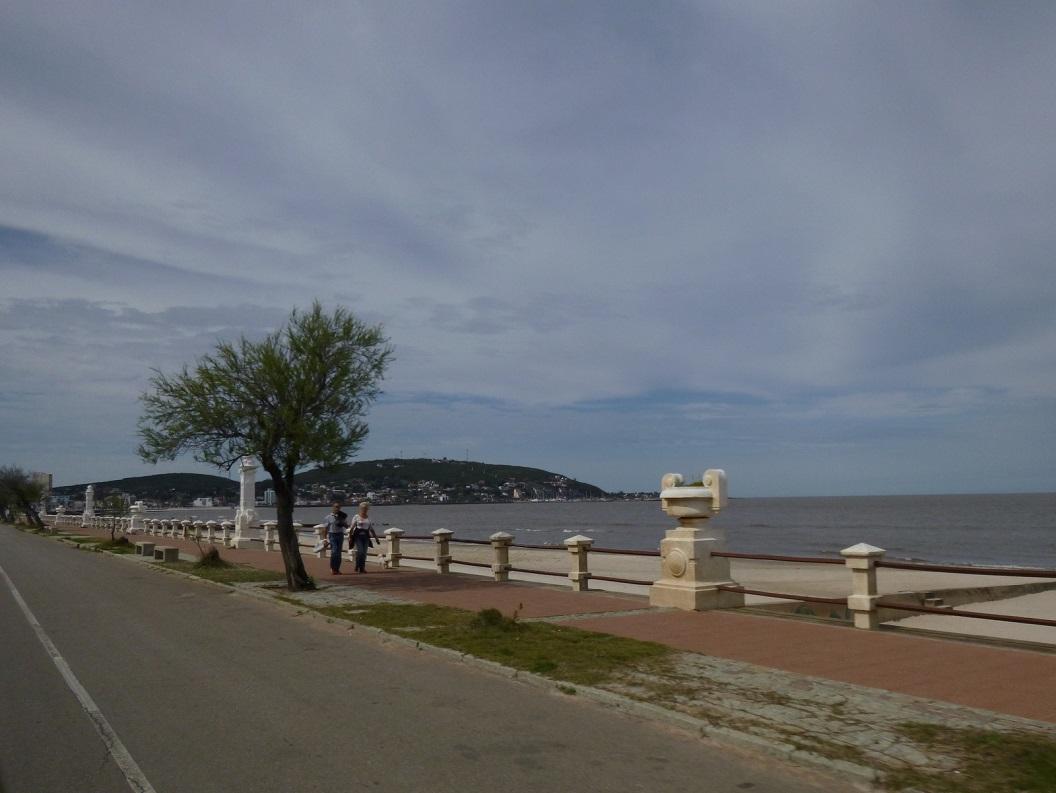 04 Promenade in een van de stadjes buiten Montevideo