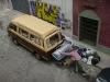 01 Solange en Julian helpen mee de achterbak ophangen, en liften mee tot hun huis in Lagomar, ca 15 km buiten Montevideo